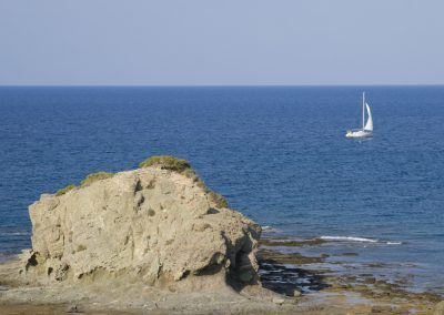 cyprus_sea_rocks_yaght