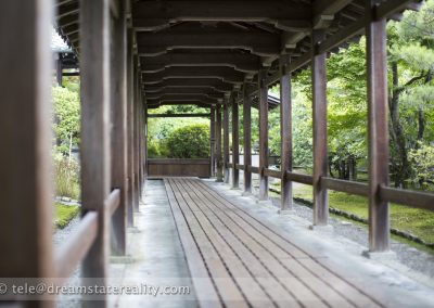 walkway_wood_moss_temple_kokodera_sagano_arashiyama_kyoto_japan