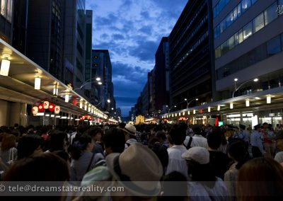people_clouds_gion_matsuri_festival_summer_2012_kyoto_japan